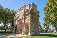 Roman Triumphal Arch antique d'orange - France Photos stock