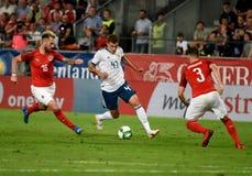 Roman Zobnin tegen Oostenrijkse spelers Aleksandar Dragovic en Peter Zulj stock afbeelding