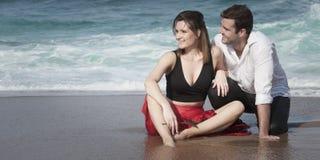 Romance отношение любовников океана пляжа влюбленности пар захвата Стоковые Изображения