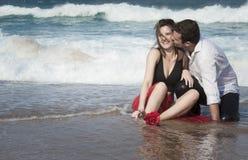 Romance отношение любовников океана пляжа влюбленности пар захвата Стоковое Фото