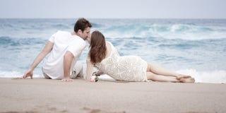 Romance отношение любовников океана пляжа влюбленности пар захвата Стоковое Изображение RF
