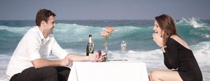 Romance отношение любовников океана пляжа влюбленности пар захвата Стоковые Фото