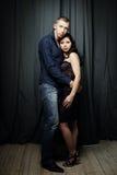 Romance объятие, пара моды Стоковое Фото