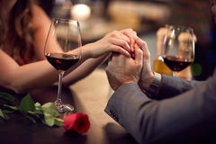 Romance au restaurant pour le Jour-concept du ` s de Valentine Photo libre de droits