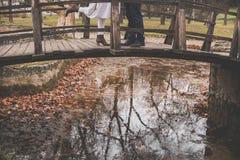 Romance d'amour en automne Images libres de droits