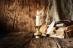Romance da vela da pena do livro Foto de Stock