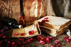 Romance della candela della penna del libro Fotografia Stock