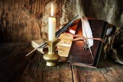 Romance della candela della penna del libro Immagine Stock