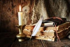 Romance della candela della penna del libro Immagini Stock Libere da Diritti