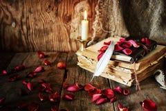 Romance della candela della penna del libro Fotografia Stock Libera da Diritti