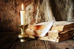 Romance della candela della penna del libro Fotografie Stock Libere da Diritti