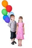 Romance della ragazza e del ragazzo con gli aerostati su bianco Fotografia Stock Libera da Diritti