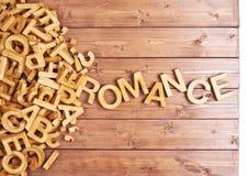 Romance di parola fatto con le lettere di legno Fotografie Stock