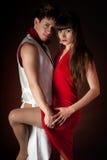 Romance novo da paixão do abraço da dança dos pares foto de stock