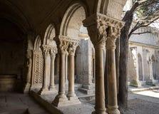 Romanesque εκκλησία μοναστηριών του καθεδρικού ναού Αγίου Trophime σε Arles Προβηγκία, Στοκ Εικόνες