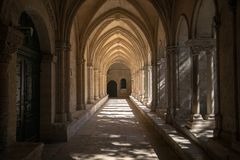 Romanesque εκκλησία μοναστηριών του καθεδρικού ναού Αγίου Trophime σε Arles Προβηγκία, Στοκ φωτογραφίες με δικαίωμα ελεύθερης χρήσης