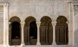 Romanesque εκκλησία μοναστηριών του καθεδρικού ναού Αγίου Trophime σε Arles Προβηγκία, Στοκ εικόνα με δικαίωμα ελεύθερης χρήσης