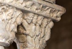 Romanesque κεφάλαιο στην εκκλησία μοναστηριών του καθεδρικού ναού Αγίου Trophime σε Arles Στοκ Φωτογραφία
