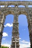 Romanesque-Aquädukt von Segovia Stockbilder