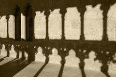 Romanesque arcade με τις στήλες και τις σκιές Olite Navarra, SP Στοκ Εικόνα