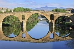 Romanesquebrücke an der Puente La Reina Stockfoto