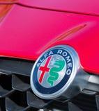 ROMANIA-SEPTEMBER 2 2017 Alfa Romeo logo på September 2 2017 i RUMÄNIEN, logo av en Alfa Romeo bil som in visas i en bilshow; Gum Royaltyfri Fotografi