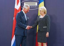ROMANIAN PM WELCOMES CHARLES PRINCE OF WALES AT VICTORIA PALACE stock photography
