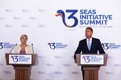 KLAUS IOHANNIS AND KOLINDA GRABAR-KITAROVIC - THREE SEAS INITIATIVE BUSINESS FORUM IN ROMANIA. Romanian President Klaus Iohannis right and his croatian royalty free stock images