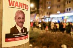 Romanians que protestam contra o Gouvernment em Sibiu fotografia de stock