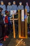 Romanians que protestam no quadrado de Victoriei imagens de stock royalty free