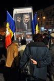 Romanians saluterar konungen Michael med ballonger för varm luft på hans namnsdag Arkivfoto