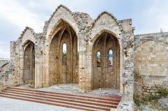 Romanic Basilika ruiniert, in der alten Stadt von Rhodos, Griechenland Lizenzfreie Stockfotos