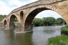 Romanische Brücke in Puente-La Reina, Navarra, Spanien Lizenzfreies Stockbild