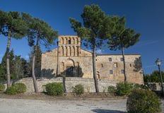 Romanische Gemeindekirche Lizenzfreies Stockfoto