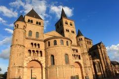 Romanische Kathedrale im Trier stockbild
