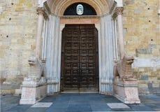 Romanischer Haupteingang zu Parma-Kathedrale, Parma, Italien lizenzfreies stockbild