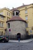 Romanisches Rundbau ist eins von ältesten Gebäuden Prague's und fängt als Gemeindekirche ungefähr 1100 an Stockfotografie
