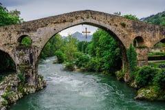 Romano de Cangas de Onís de Puente Foto de archivo libre de regalías
