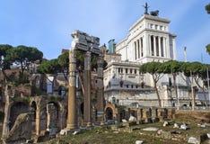 Romano della tribuna ed il monumento al vincitore Emmanuel II, Roma Fotografie Stock