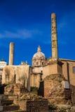 Romano för kolonner in foro royaltyfria bilder