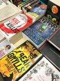Romans célèbres de littérature anglaise à vendre dans la librairie de bibliothèque image libre de droits
