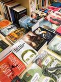 Romans célèbres de littérature anglaise à vendre dans la librairie de bibliothèque image stock