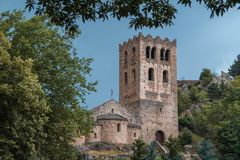 Romansk abbotskloster av St Martin du Canigou Royaltyfria Foton