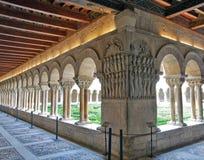 Romansk cloister arkivfoto