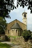 Romansk kyrka Arkivfoto