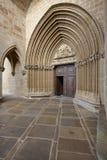 Romansk portal av den Santa Maria de Ujue fristaden Navarra Spa Arkivfoto