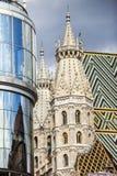 Romanska torn på den västra framdelen av den St Stephen s domkyrkan i Wien, Österrike Royaltyfri Fotografi