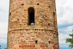Romanskt cylindriskt klockatorn av bygdkyrkan royaltyfri bild