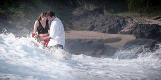 Romansowy Zaręczynowy pary miłości plaży oceanu kochanków związek Obraz Stock