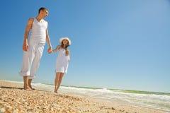 Romantic couple on a beach Royalty Free Stock Photos